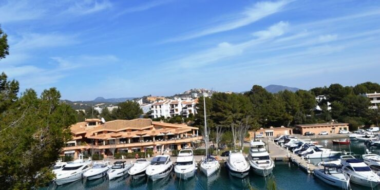 Frontline penthouse for sale in Santa Ponsa