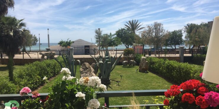 Ground floor apartment for rent with gorgeous sea views