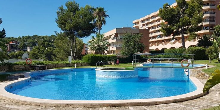 Spacious and bright apartment for sale in Cala Vinyas