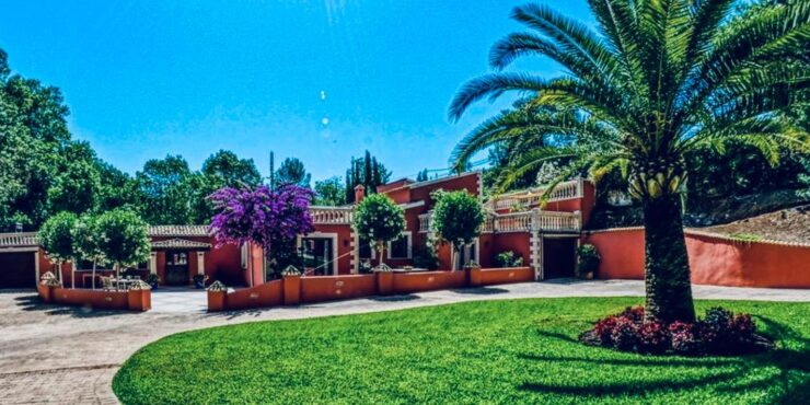 Stunning countryside villa for sale in Puigpunyent