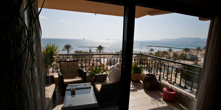 Furnished apartment with gorgeous sea views for rent