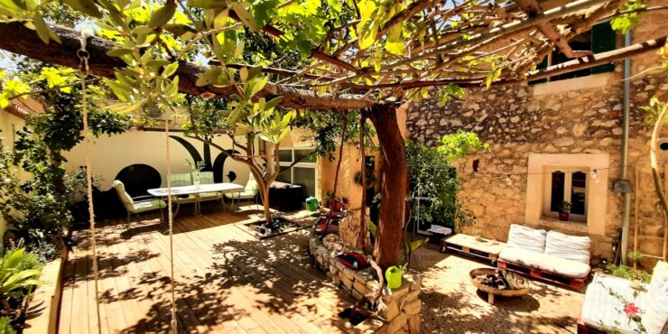For Sale- Wonderful renovated traditional town house in Consell