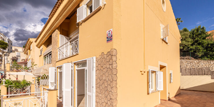 Charming, semi-detached house for rent in Cala Major